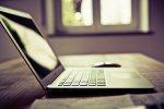 BIały laptop